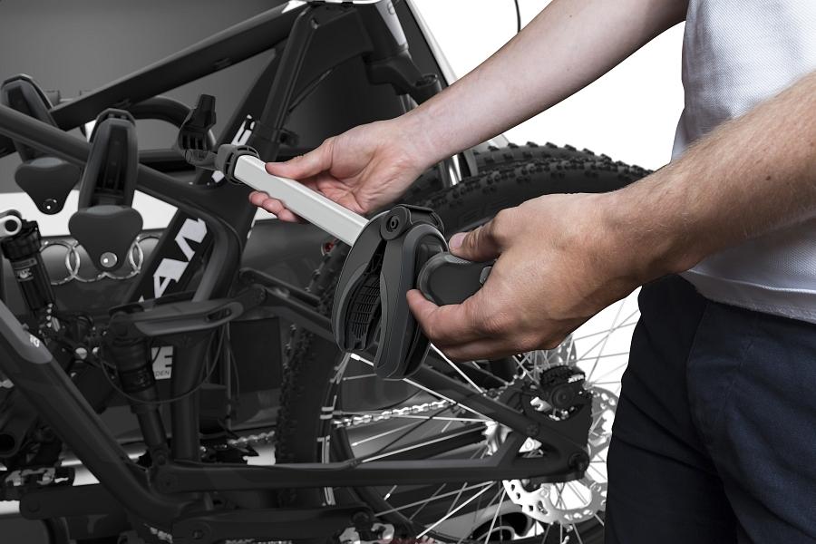 Велокрепление Thule EasyFold XT 3 934 на фаркоп автомобиля
